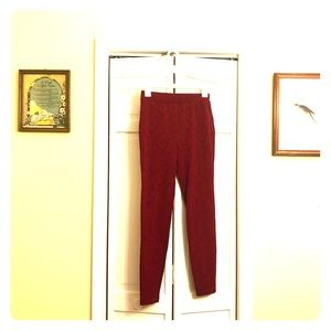 Stretchy burgundy pants with floral imprint